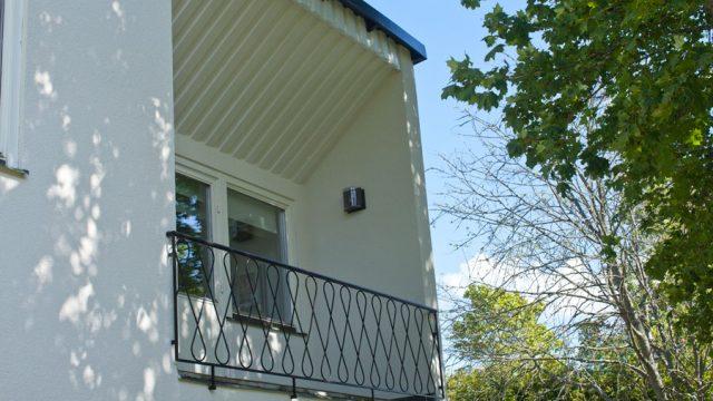 fasadrenovering-enebybergsv63-enebyberg-kortsida.jpg